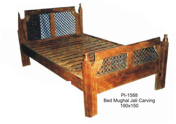 Antique Wood Bed;